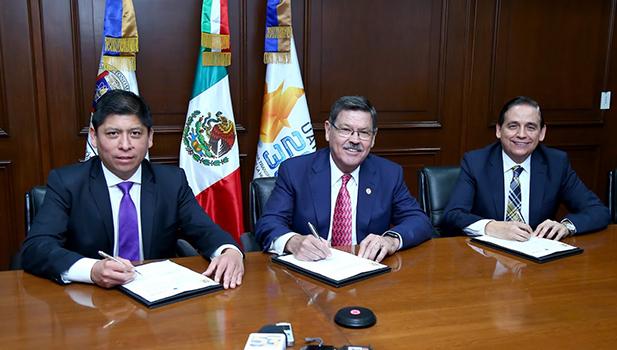 Martín de Hoz, Vicepresidente de Fortinet; Rogelio Garza, Rector de la UANL y Rogelio Sepúlveda, Director de la FCFM