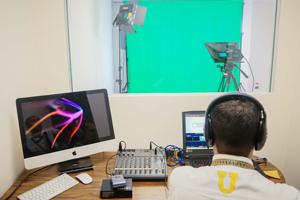 Inaugura UANL centro de informática y portal de servicios migratorios