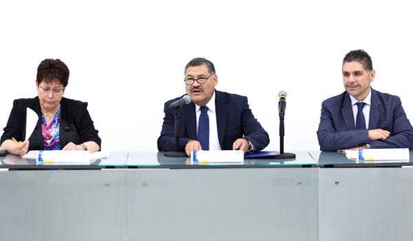 El Secretario General de la UANL, Santos Guzmán López, presidió la rueda de prensa