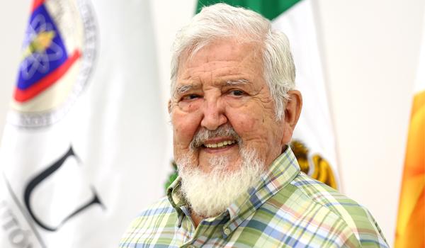 Alberto Cavazos, escultor, pintor y dibujante