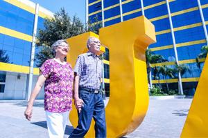 Une programa universitario a abuelos con la familia