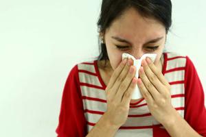 ¿Sabes cómo enfrentar un ataque de alergia?