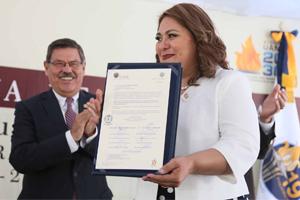 Ratifica Hilda Azuara segundo periodo en Preparatoria 19