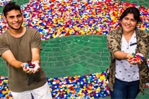 Universitarios reciclan en apoyo a niños con cáncer