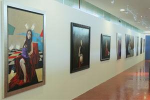 Proyecta carácter de la mujer a través de sus pinturas