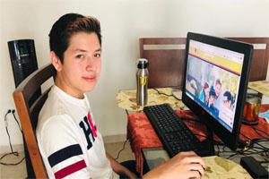 Presentan miles de aspirantes examen en línea para prepas