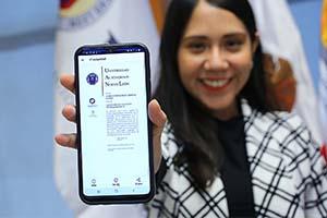Reciben 5 estudiantes primeros títulos digitales