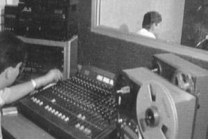Conmemoran en la UANL centenario de la radio en México